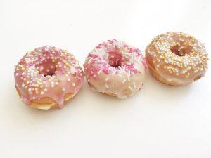 mini-donuts med glasyr och strössel